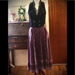 Cute boho set. Free People vest, vintage skirt 😍